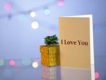 κουνέλι δώρων καρτών γενεθλίων Στοκ εικόνα με δικαίωμα ελεύθερης χρήσης