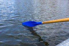Κουπί στο νερό Στοκ φωτογραφία με δικαίωμα ελεύθερης χρήσης