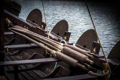 Κουπιά σε μια βάρκα Βίκινγκ στοκ φωτογραφίες