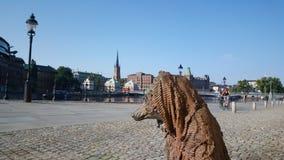 Κουρέλι και κόκκαλο με ένα γενικό άγαλμα Στοκ Φωτογραφίες