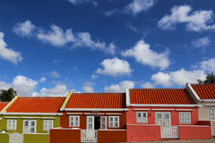 Κουρασάο: Χρωματισμένα κρητιδογραφία σπίτια στοκ εικόνα με δικαίωμα ελεύθερης χρήσης