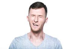 Κουρασμένο νυσταλέο χασμουρητό νεαρών άνδρων Στοκ φωτογραφία με δικαίωμα ελεύθερης χρήσης