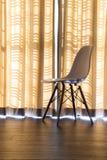 Κουρτίνες και καρέκλες Στοκ εικόνα με δικαίωμα ελεύθερης χρήσης