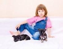 κουτάβι κοριτσιών Στοκ εικόνες με δικαίωμα ελεύθερης χρήσης