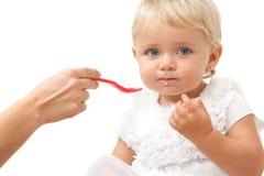 κουτάλι πορτρέτου χεριών κοριτσιών μπλε ματιών μωρών Στοκ εικόνα με δικαίωμα ελεύθερης χρήσης