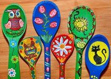 Κουτάλια που χρωματίζονται ξύλινα Στοκ Εικόνα