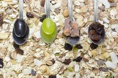 Κουτάλια σε ένα υπόβαθρο δημητριακών Στοκ Εικόνα