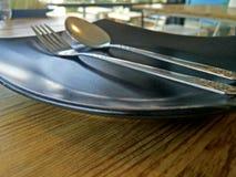 Κουτάλι, λαός και πιάτο στοκ φωτογραφία με δικαίωμα ελεύθερης χρήσης