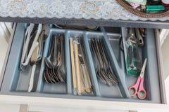 Κουτάλι δικράνων στο συρτάρι Στοκ Εικόνες