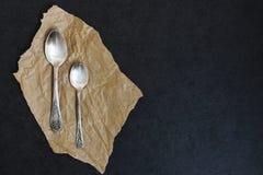 Κουτάλι και κουταλάκι του γλυκού επιδορπίων Στοκ εικόνα με δικαίωμα ελεύθερης χρήσης