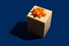 Κουτί από χαρτόνι παρόν Στοκ φωτογραφία με δικαίωμα ελεύθερης χρήσης