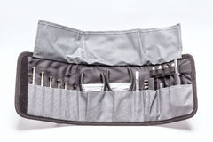 Κουτί εργαλείων στην γκρίζα τσάντα που απομονώνεται στο λευκό Στοκ εικόνες με δικαίωμα ελεύθερης χρήσης