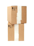 Κουτιά από χαρτόνι με τα τυποποιημένα μαύρα σημάδια που απομονώνονται στην άσπρη πλάτη Στοκ Φωτογραφίες