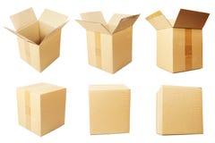 Κουτιά από χαρτόνι που απομονώνονται πέρα από το άσπρο υπόβαθρο Στοκ Φωτογραφίες