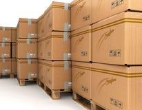Κουτιά από χαρτόνι στην παλέτα, παράδοση Στοκ εικόνες με δικαίωμα ελεύθερης χρήσης