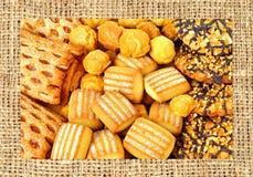 Κουλουράκι, ριπές και μπισκότα που καλύπτονται με τη σοκολάτα και το άλεσμα ν Στοκ εικόνες με δικαίωμα ελεύθερης χρήσης