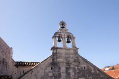 Κουδούνια εκκλησιών στην περιτοιχισμένη πόλη Dubrovnic στην Κροατία Ευρώπη Το Dubrovnik παρονομάζεται το μαργαριτάρι ` της Αδριατ Στοκ Εικόνες