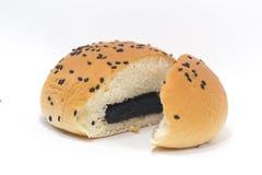 Κουλούρια που γεμίζουν με το γλυκό μαύρο φασόλι Στοκ φωτογραφία με δικαίωμα ελεύθερης χρήσης