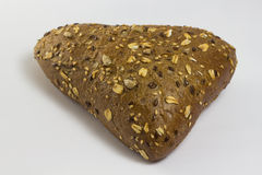κουλούρι με μορφή τριγώνου που ψεκάζεται με τους σπόρους ηλίανθων Στοκ φωτογραφίες με δικαίωμα ελεύθερης χρήσης