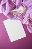 Κοχύλια και έγγραφο με το draperie Στοκ φωτογραφία με δικαίωμα ελεύθερης χρήσης