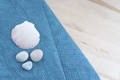 Κοχύλια και πετσέτες Στοκ Φωτογραφίες