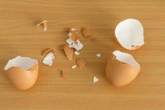 Κοχύλι αυγών που λυγίζεται Στοκ Εικόνα