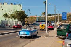Κούβα Αβάνα 8 Φεβρουαρίου 2018 - η οδός της Αβάνας με αναδρομικό Στοκ φωτογραφίες με δικαίωμα ελεύθερης χρήσης