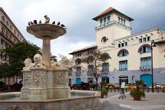 Κούβα. Παλαιά Αβάνα. Οροσειρά Maestra Αβάνα και πηγή των λιονταριών στην πλατεία του Σαν Φρανσίσκο Στοκ εικόνα με δικαίωμα ελεύθερης χρήσης