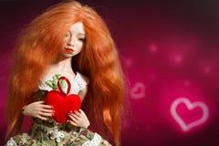 Κούκλα και καρδιά στοκ εικόνα με δικαίωμα ελεύθερης χρήσης