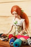 Κούκλα και νήμα στοκ φωτογραφία με δικαίωμα ελεύθερης χρήσης