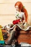 Κούκλα και νήμα στοκ φωτογραφία