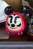 Κούκλα Daruma με μια μορφή του Mickey Mouse Στοκ Φωτογραφίες