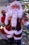 κούκλα santa σε ένα κατάστημα στοκ φωτογραφία