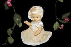 Κούκλα με τα λουλούδια Στοκ Φωτογραφία