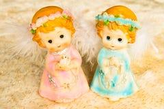 Κούκλες αγγέλου στο υπόβαθρο ταπήτων Στοκ φωτογραφίες με δικαίωμα ελεύθερης χρήσης