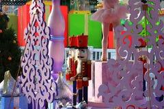 Κούκλες καρυοθραύστης Χριστουγέννων σε μια υπαίθρια επίδειξη Στοκ εικόνες με δικαίωμα ελεύθερης χρήσης