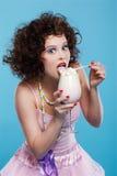 κούνημα γάλακτος κοριτσ στοκ εικόνες
