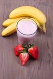 Κούνημα γάλακτος με τη φράουλα Στοκ φωτογραφίες με δικαίωμα ελεύθερης χρήσης