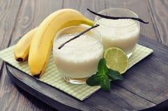 Κούνημα γάλακτος μπανανών στοκ φωτογραφία με δικαίωμα ελεύθερης χρήσης