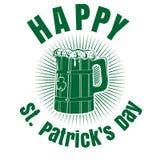 Κούπα μπύρας με την εικόνα του τριφυλλιού ευτυχή patricks ST ημέρας Στοκ Εικόνες