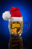 Κούπα μπύρας Χριστουγέννων Στοκ εικόνες με δικαίωμα ελεύθερης χρήσης