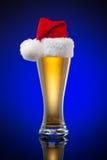Κούπα μπύρας Χριστουγέννων Στοκ φωτογραφίες με δικαίωμα ελεύθερης χρήσης
