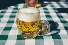 Κούπα στενού επάνω μπύρας Στοκ φωτογραφία με δικαίωμα ελεύθερης χρήσης