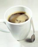 Κούπα του πλούσιου ισχυρού αμερικανικού καφέ Στοκ φωτογραφία με δικαίωμα ελεύθερης χρήσης