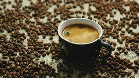 Κούπα του πρόσφατα παρασκευασμένου espresso απόθεμα βίντεο