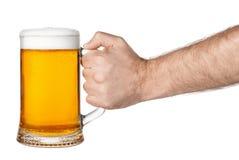 κούπα χεριών μπύρας στοκ φωτογραφία με δικαίωμα ελεύθερης χρήσης