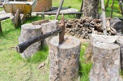 Κούτσουρα μπριζολών τσεκουριών Στοκ εικόνα με δικαίωμα ελεύθερης χρήσης