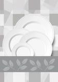 Γκρίζο ελεγμένο υπόβαθρο με τα πιάτα και την κορδέλλα Στοκ Φωτογραφία