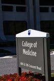 Κολλέγιο του σημαδιού ιατρικής Στοκ εικόνες με δικαίωμα ελεύθερης χρήσης