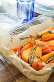 Κολοκύθα που ψήνεται με το σκόρδο και το δεντρολίβανο Στοκ Εικόνα